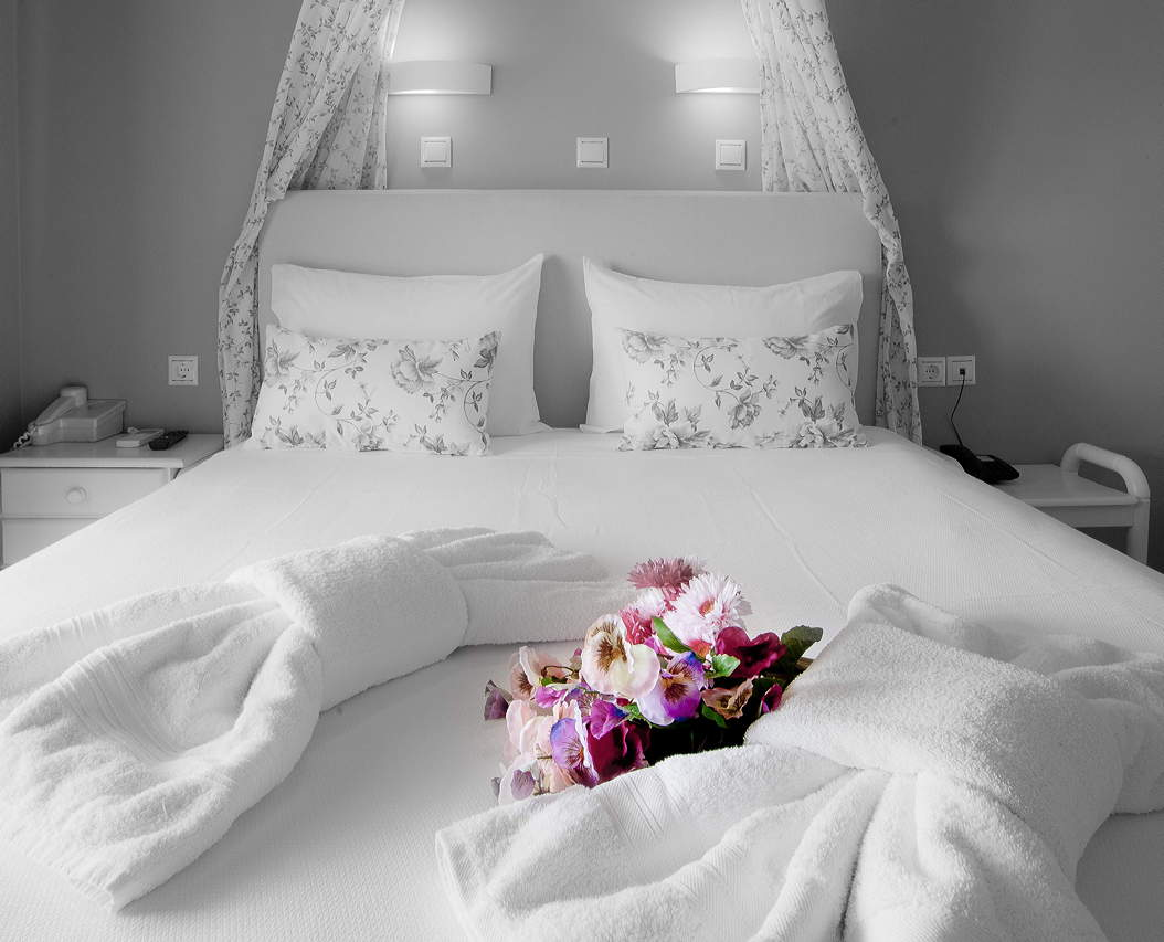 WhiteRoom Bed